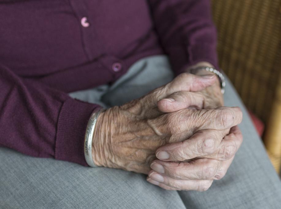 massage personne âgée