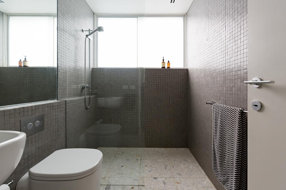 How to integrate a walk in shower to you update your bathroom