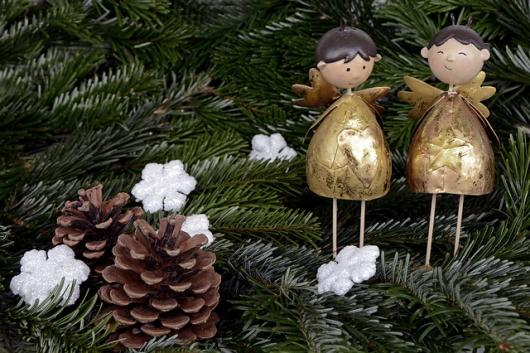 with the festive season fast approaching we are all looking forward to putting up our christmas decorations nothing is more magical than glitter and fake - Making Homemade Christmas Decorations
